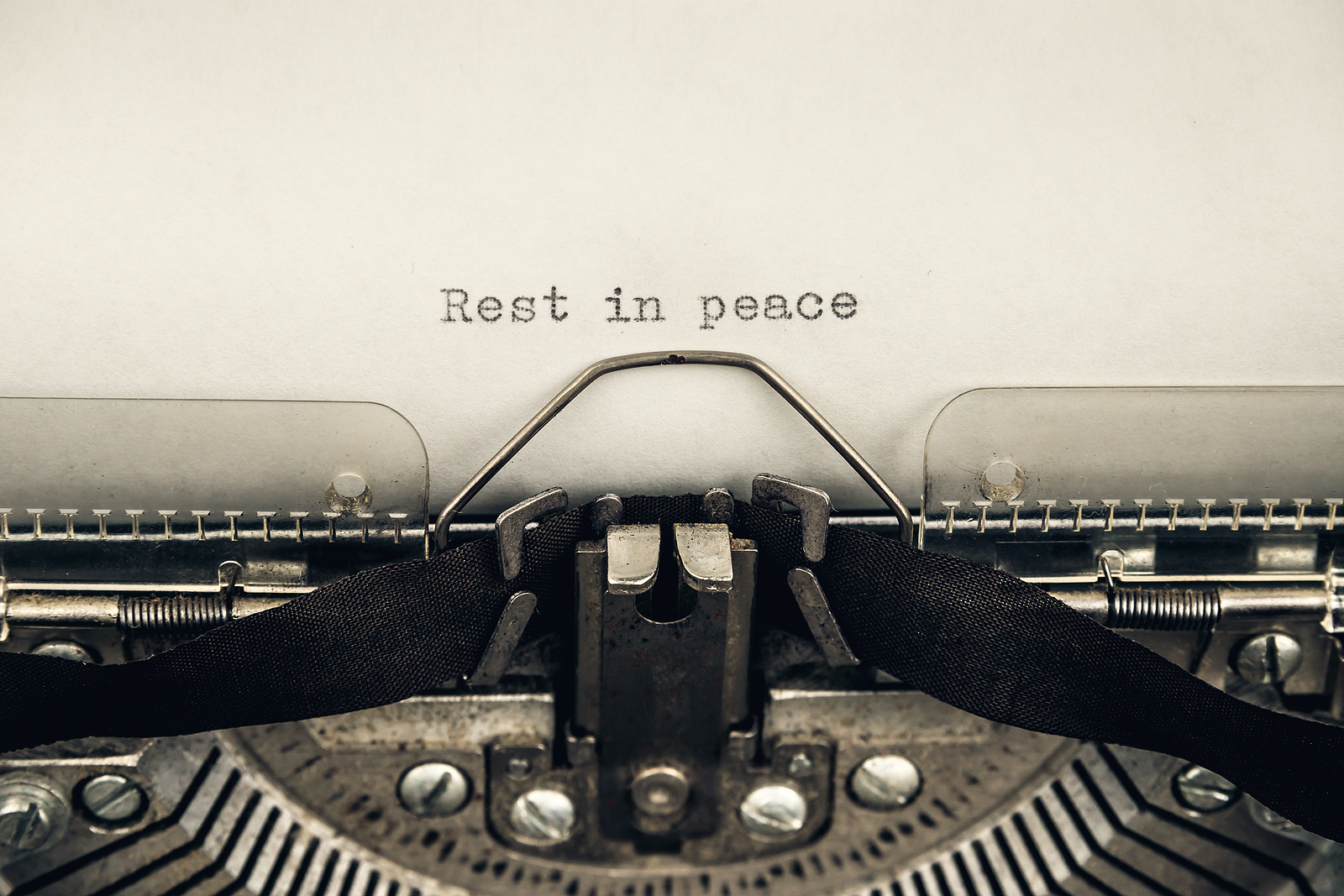typing a message rest in peace on a vintage typewriter close-up. Is SEO dead? Nope. Not at all. Learn more from a SEO expert here.